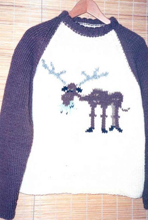 Мужской свитер с жующим лосем
