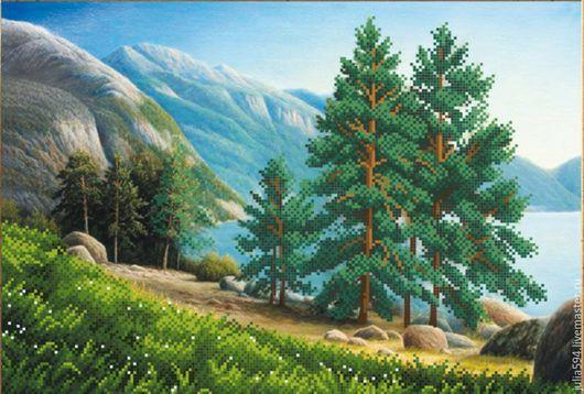 """Пейзаж ручной работы. Ярмарка Мастеров - ручная работа. Купить Картина из бисера """"Ели в лесу"""" вышивка. Handmade. Картина в подарок"""