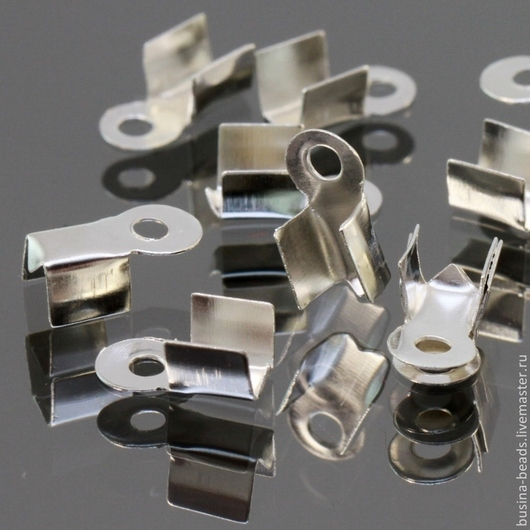 Концевики зажимы с для шнуров цвета светлое серебро комплектами по 100 штук для использования в сборке украшений ручной работы