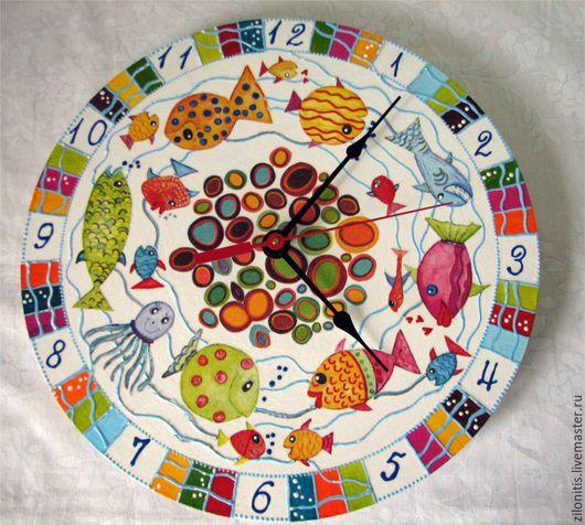 """Часы для дома ручной работы. Ярмарка Мастеров - ручная работа. Купить Часы настенные. Художественный декупаж. """"Разноцветные рыбки"""". Handmade."""