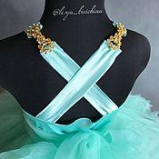 Нежное платье цвета тиффани для любительниц рюш и бантиков