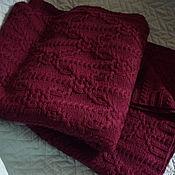 Пледы ручной работы. Ярмарка Мастеров - ручная работа Плед вязаный шерсть и кашемир интенсивно бордовый. Handmade.