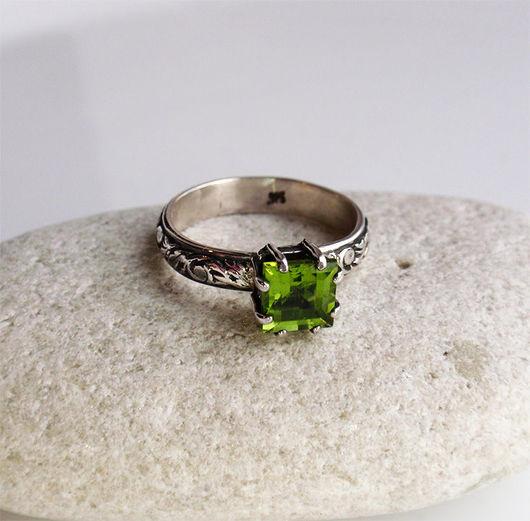 """Кольца ручной работы. Ярмарка Мастеров - ручная работа. Купить Кольцо """"April"""". Перидот (хризолит), серебро.. Handmade. Ярко-зелёный"""