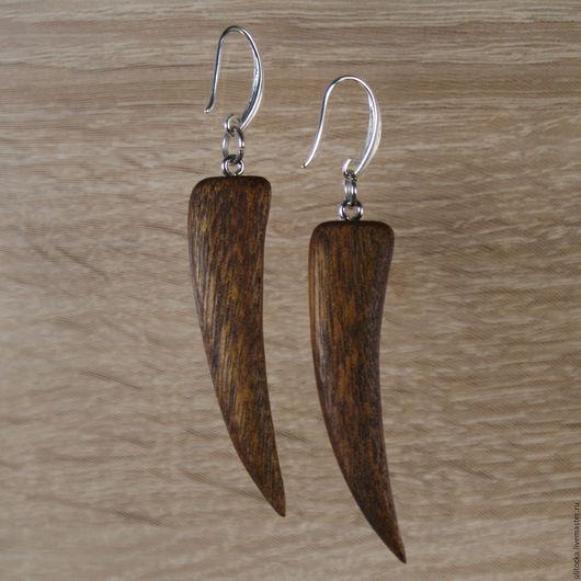 Серьги из ятоба `Коготки` Материал: древесина ятоба, полироль (льняное масло, воск), серебряная фурнитура Размер: 55х14х6мм (длина со швензой 73мм)