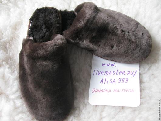 Обувь ручной работы. Ярмарка Мастеров - ручная работа. Купить Мужские меховые тапочки из овчины. Handmade. Коричневый, тапочки из меха