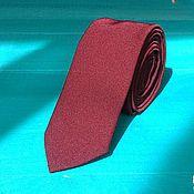 Аксессуары ручной работы. Ярмарка Мастеров - ручная работа Однотонный бордовый классический галстук жениха на свадьбу Марсала. Handmade.