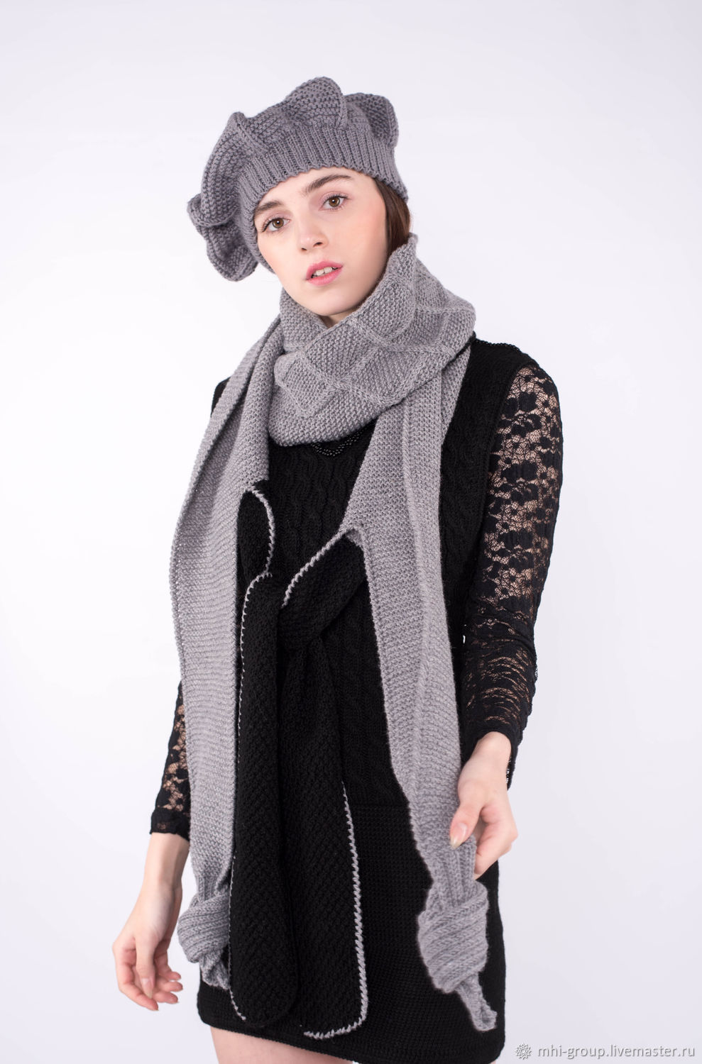 Takes out 100% smooth wool yarn-Turkish production on the elastic long scarf. Made in the technique of hand knitting.