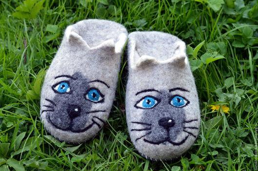 Обувь ручной работы. Ярмарка Мастеров - ручная работа. Купить Валяные домашние тапки Сиамская кошка. Handmade. Серый