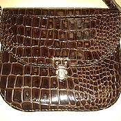 Маленькая сумочка-портфельчик на длинном ремешке