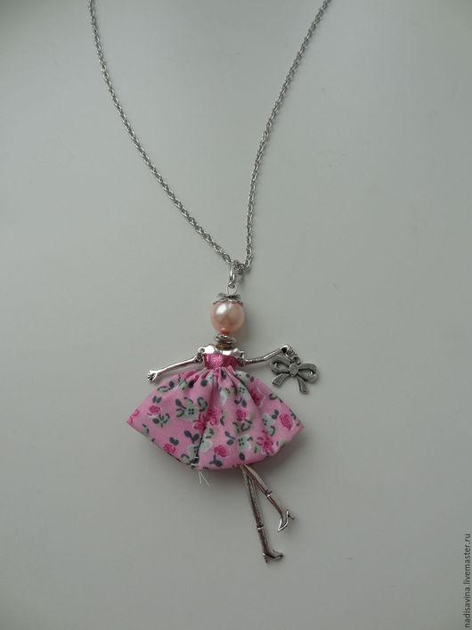 Кулоны, подвески ручной работы. Ярмарка Мастеров - ручная работа. Купить Подвеска-кукла,девочка в платье. Handmade. Бледно-розовый