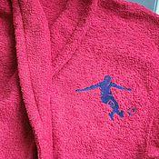 Одежда ручной работы. Ярмарка Мастеров - ручная работа Бордовый махровый халат с вышивкой футболиста на груди 15186. Handmade.