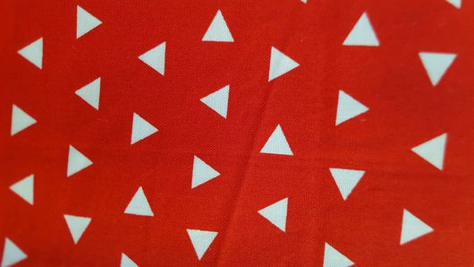 """Шитье ручной работы. Ярмарка Мастеров - ручная работа. Купить Хлопок ткань для пэчворка """"Треугольники на красном"""". Корея. Handmade."""