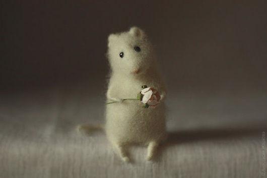 """Игрушки животные, ручной работы. Ярмарка Мастеров - ручная работа. Купить """"Скучаю по тебе"""".. Handmade. Белый, войлок"""