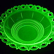 Винтаж handmade. Livemaster - original item Vase, bowl. uranium glass. diameter 26 cm. SZ 1 KDO. Handmade.