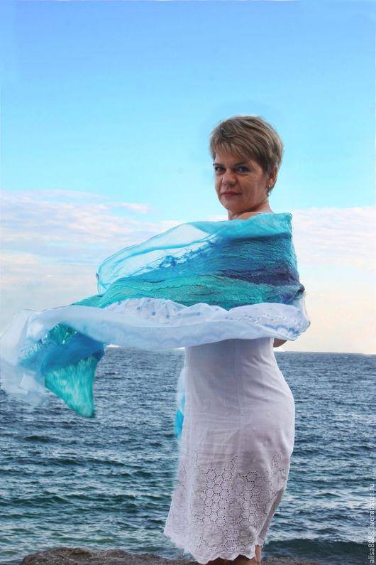 Шали, палантины ручной работы. Ярмарка Мастеров - ручная работа. Купить Арт-палантин Бегущая по волнам, нуновойлок. Handmade. Море