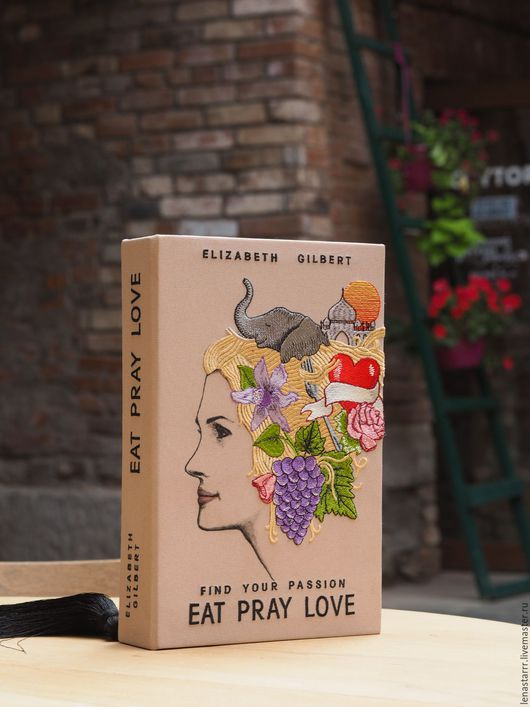 """Женские сумки ручной работы. Ярмарка Мастеров - ручная работа. Купить Клатч-книга """"Есть. Молиться. Любить"""". Handmade. Однотонный"""