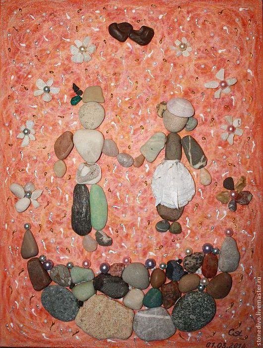 """Картина  """"Только вместе""""\r\nОснова - оргалит+холст+масляная пастель, контур\r\nМорские камушки, ракушки, стекло,жемчужинки"""