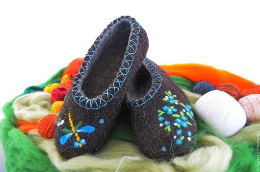 """Обувь ручной работы. Ярмарка Мастеров - ручная работа. Купить Валяные тапочки """"Полёт стрекозы."""". Handmade. Темно-серый"""