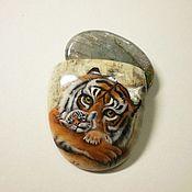 """Украшения ручной работы. Ярмарка Мастеров - ручная работа Кабошон """"Тигрица с тигрёнком""""Лунный камень. Handmade."""