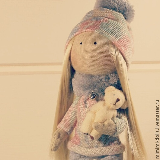 Авторская текстильная куколка Мила! Готова к холодам! Любит прогулки на свежем воздухе! Нежная, трогательная девочка! Ищет маму!