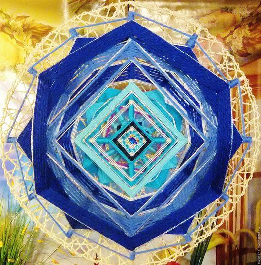 Индиго, естественный синий краситель, выделенный из цветка Indigofera, использовался людьми на протяжении многих столетий. Цвет индиго это цвет интуиции и восприятия.