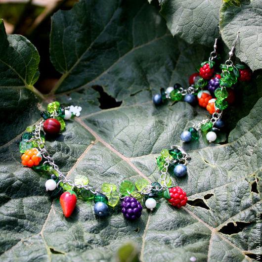 Браслет с ягодками.`Море ягод` Купить браслет с ягодами.Украшения в подарок.Оригинальные украшения с ягодами.