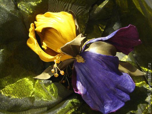цветы из кожи.украшения из кожи брошь цветок ирис, желто фиолетовый ирис цветок брошка. заколка для волос кожаная кожаный ирис брошка.  украшение в прическу заколка ирис  цветок ирис  брошь,желтый