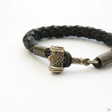 Украшения ручной работы. Ярмарка Мастеров - ручная работа Кожаный браслет на руку - Молот Тора. Handmade.