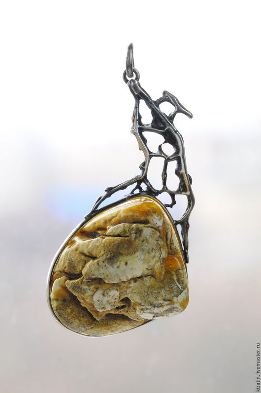 Кулоны, подвески ручной работы. Ярмарка Мастеров - ручная работа. Купить кулон таяние ледника янтарь. Handmade. Янтарь, Янтарный