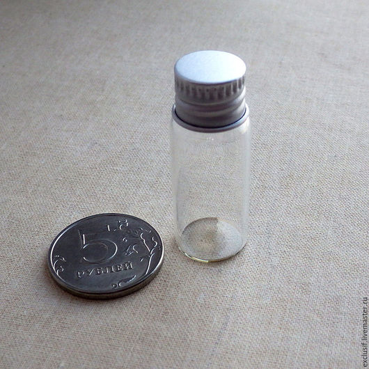 Стеклянные декоративные бутылочки с завинчивающейся крышкой. Высота бутылочки с завинчивающейся крышкой 4 см, диаметр донышка 1,6 см. Купить бутылочку с завинчивающейся крышкой