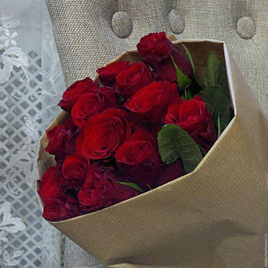 Букеты ручной работы. Ярмарка Мастеров - ручная работа. Купить Монобукет из красных роз. Handmade. Бордовый, подарок девушке, яркий