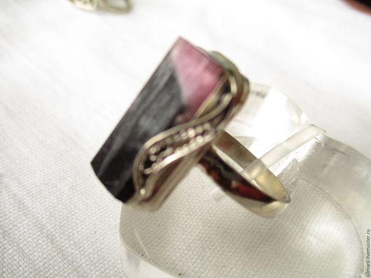 кольцо `Герцог` цена 2300,кристалл шерл,индиголит