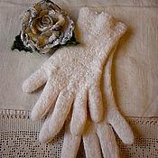 Аксессуары ручной работы. Ярмарка Мастеров - ручная работа Перчатки валяные из шерсти белые Арктическая роза. Handmade.