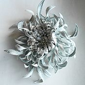 Украшения handmade. Livemaster - original item Leather ornaments.The colors of the skin.BROOCH clip White CHRYSANTHEMUM