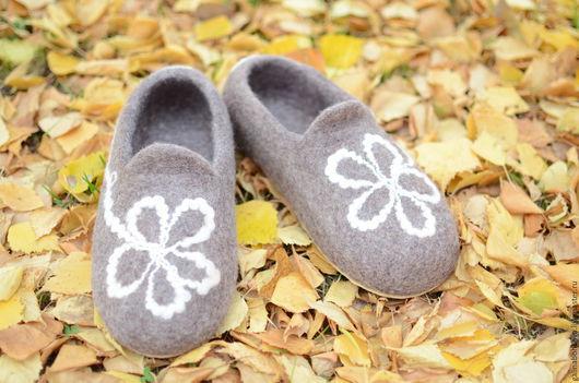 """Обувь ручной работы. Ярмарка Мастеров - ручная работа. Купить Тапочки """"Цветики"""". Handmade. Коричневый, тапочки из войлока, тапки женские"""