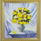 Картины и панно ручной работы. Ярмарка Мастеров - ручная работа Желтые розы и белые каллы в вазе. Вышивка лентами. Handmade.