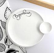 Посуда ручной работы. Ярмарка Мастеров - ручная работа Тарелка с соусницей Вдохновляю с надписью каллиграфией. Handmade.