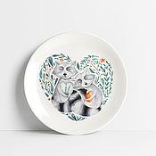 Тарелки ручной работы. Ярмарка Мастеров - ручная работа Тарелка с енотами. Handmade.