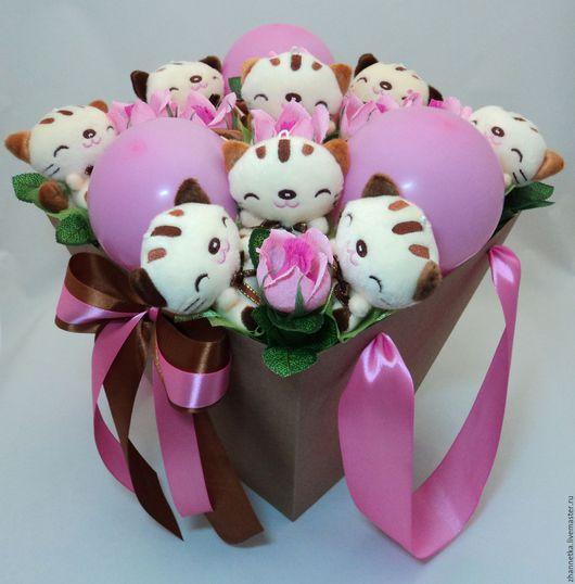 """Букеты ручной работы. Ярмарка Мастеров - ручная работа. Купить Коробка с игрушками и конфетками """"Весёлые котята"""".. Handmade. Комбинированный, в подарок"""