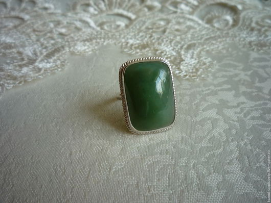 Кольца ручной работы. Ярмарка Мастеров - ручная работа. Купить Кольцо из нефрита. Handmade. Зеленый, серебряное кольцо, чароит натуральный