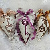 Сувениры и подарки handmade. Livemaster - original item Heart with key toy on the Christmas tree the heart of the textile hearts. Handmade.