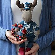 Куклы и игрушки ручной работы. Ярмарка Мастеров - ручная работа Лось с рождественским венком. Handmade.