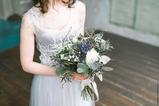 Платье для невесты из 3-х предметов: * Базовое платье-маечка (выполняется из непрозрачных, но лёгких материалов: шелка, вискозы, хлопка или льна; зимний вариант: льняные, хлопковые, шерстяные, тонкие
