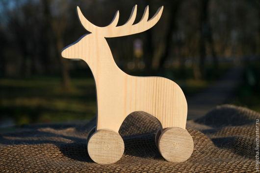 Олень-каталка деревянная игрушка ручной работы