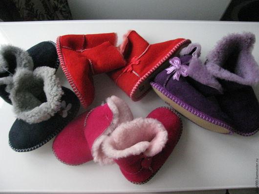 Обувь ручной работы. Ярмарка Мастеров - ручная работа. Купить Детские меховые домашние сапожки из овчины. Handmade. Тёмно-фиолетовый