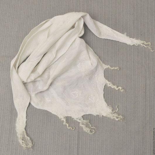 Шарфы и шарфики ручной работы. Ярмарка Мастеров - ручная работа. Купить Шарф бактус валяный Зима. Белый,теплый,мягкий,войлочный,валяный шарфик. Handmade.