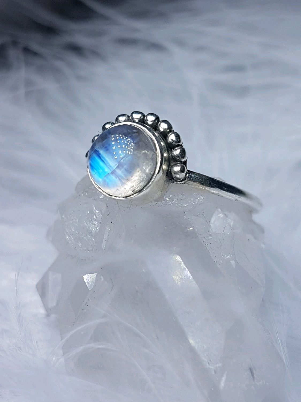 матрица кольца лунный камень фото белой
