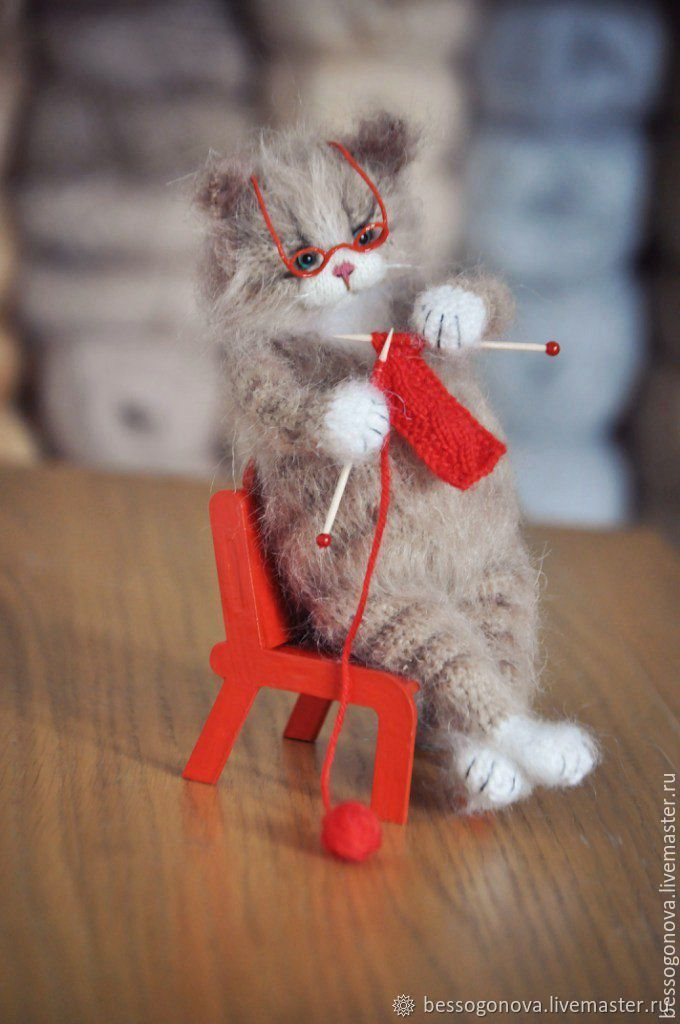 Котик вяжет картинка