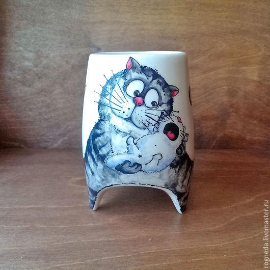 """Кружки и чашки ручной работы. Ярмарка Мастеров - ручная работа. Купить """"Кошка-мамочка"""" - чашка с ножками (0743). Handmade. Комбинированный"""