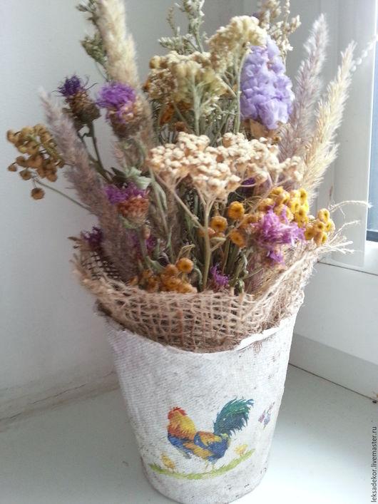 Интерьерная композиция из сухоцветов в кашпо в стиле прованс для эко-декора подоконника. Изысканный подарок любой случай, который будет радовать обладательницу очень долгое время.